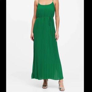 Banana Republic Kelly green plates maxi dress